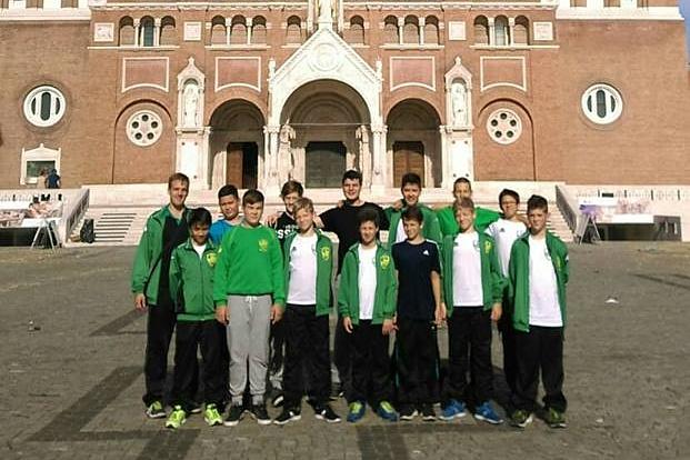Második számú U14-es csapatunk a szegedi Dóm előtt (Fotó: OFKSE.hu)