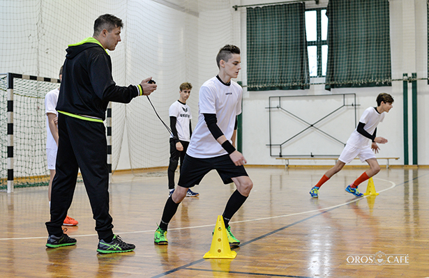 Zajlik a felmérő edzés a leendő OFKSE játékosok számára (fotó: Kecskeméti Krisztina)